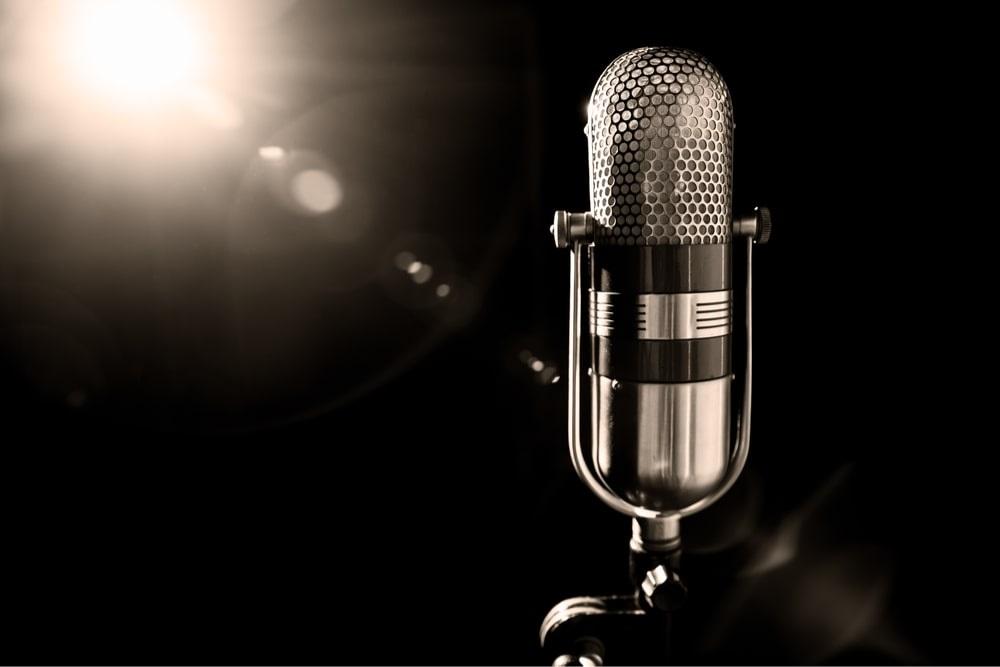 Foto af mikrofon. 5 måneders sangtrænng og sangteknik med Klaus Møller. Voice Studio.